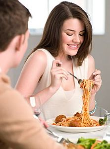 Woman-eating-spaghetti