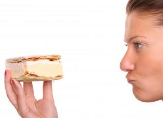 woman-vs-dessert
